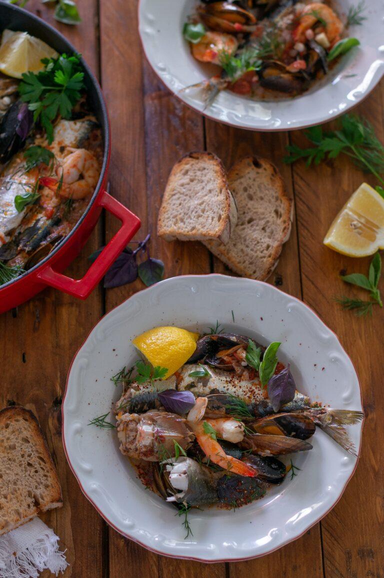 Плакия с риба и морски дарове