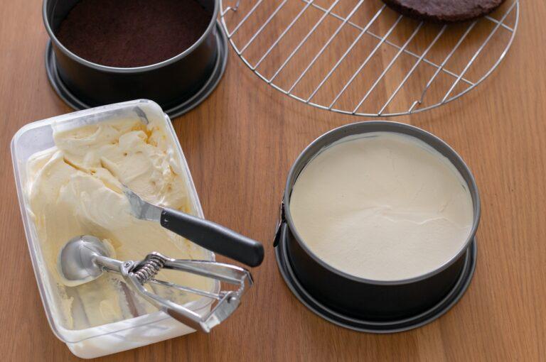 Сглобяване на тортата със сладоледа