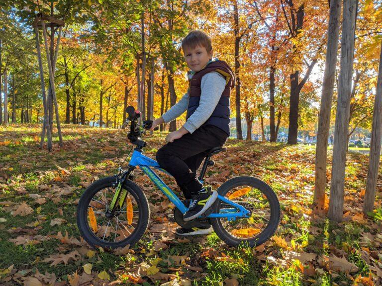 Даниел с велосипеда си